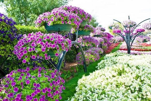 Как красиво украсить сад